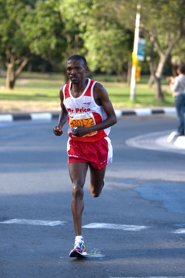 Mabhutile Lebopo wins the Two Oceans Marathon in 2010