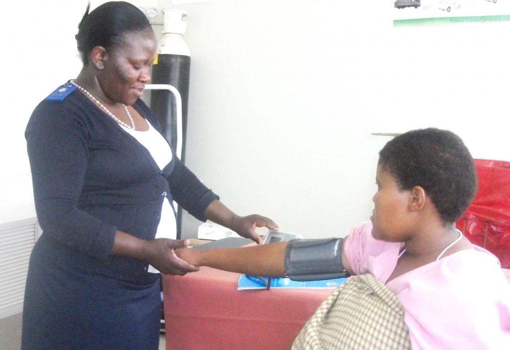 Ms Rethabile Kori checks 'Makabelo Kolotsane's blood pressure. Vulnerable pregnant women are among the people WFP will target for nutrition support in 2016.